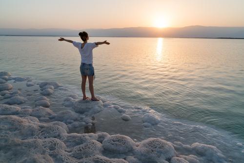 Мертвое море и целая жизнь впереди. Фото: shutterstock